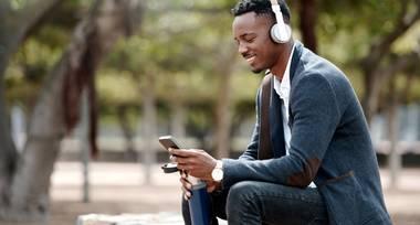 Die Inbetriebnahme von Bluetooth Kopfhörern ist denkbar simpel.