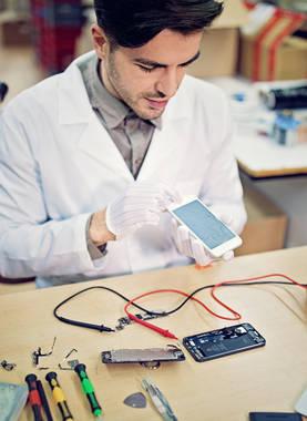 Operation am offenen Akku – DIY Batterietausch beim Smartphone