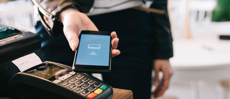 Mobiles Bezahlen: Einfach & flexibel mit dem Handy bezahlen