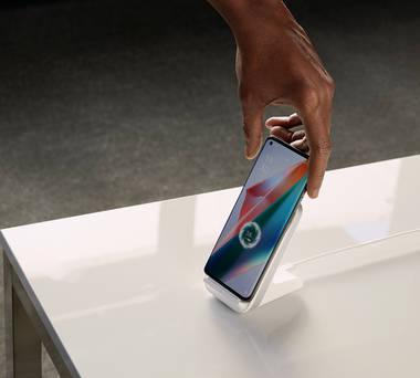 Der Handy-Akku des Oppo Find X3 Pro bietet eine durchschnittliche Kapazität von 4.500 mAh